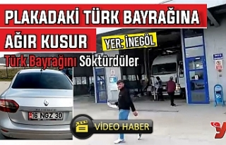 PLAKADAKİ TÜRK BAYRAĞINA AĞIR KUSUR